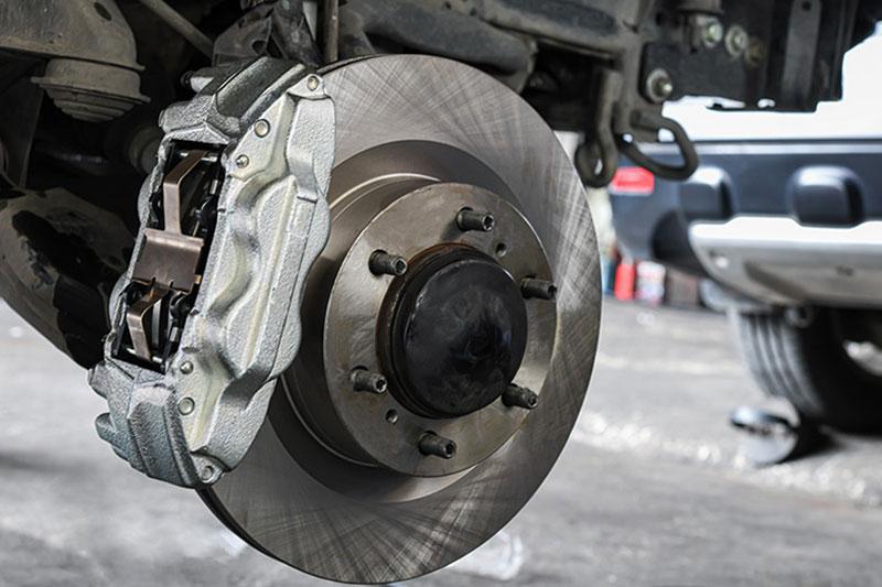 Bremsen-Beläge-wechseln-inkl-Einbau