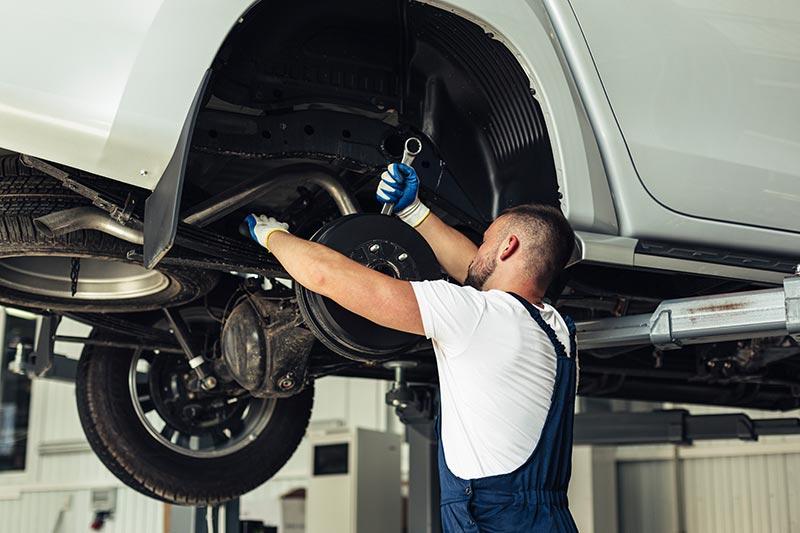Bremsenservice-Auto-reparieren-Autowerkstatt
